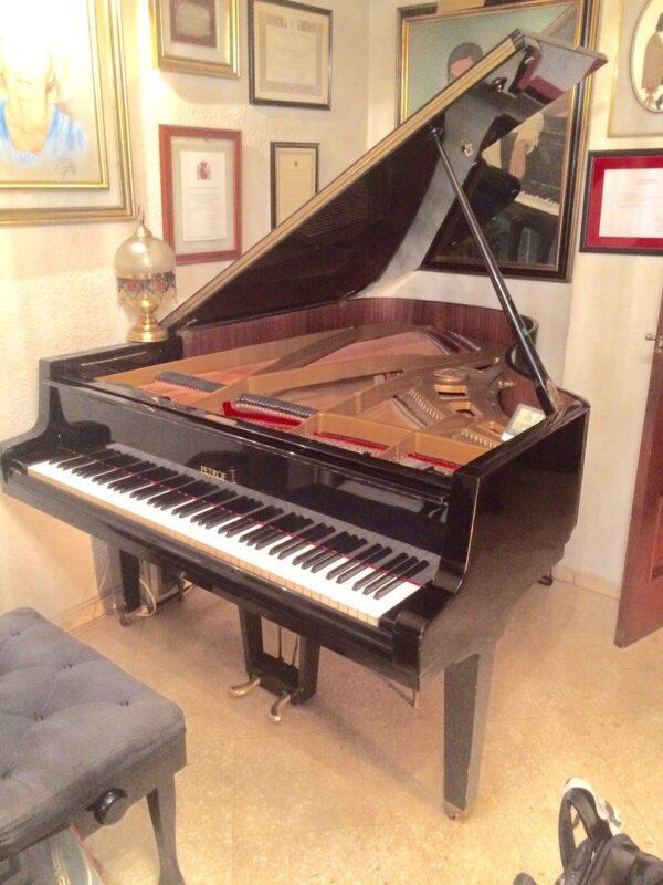Piano PETROF 173