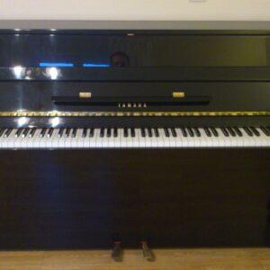 PIANO YAMAHA E108 RESTAURADO